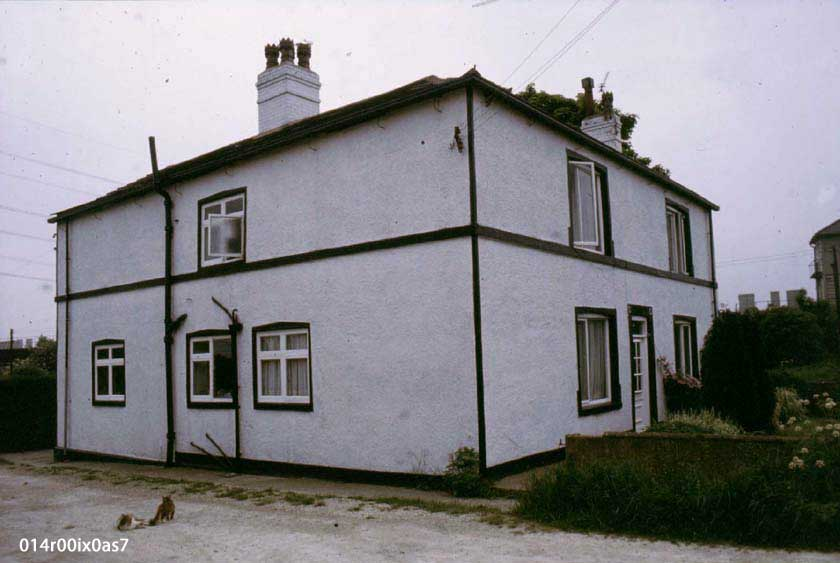 Pinder Green Farm front, 1982. Front and west side