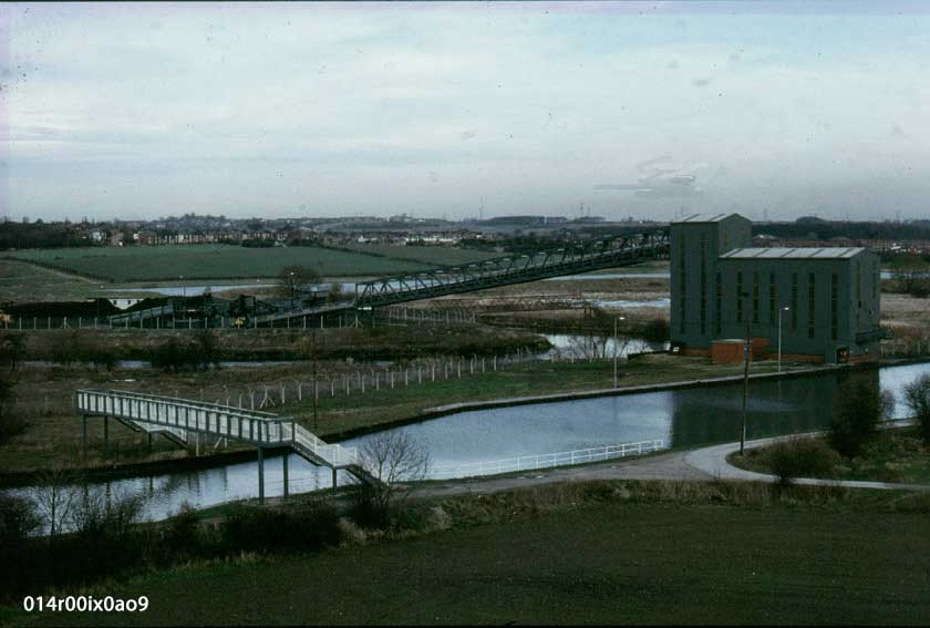 March 1990. Looking at the top of Pit Lane and the junction with the canal towpath.