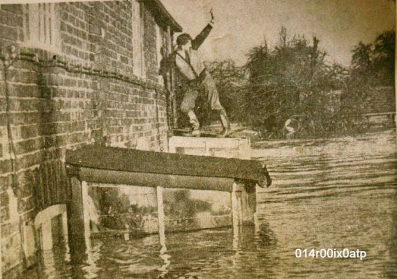 watergate floods 1960 - all clear!